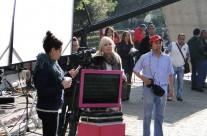 La productora Carla Estrada supervisa la locación