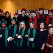 Carla Estrada recibiendo el Doctorado Honoris Causa